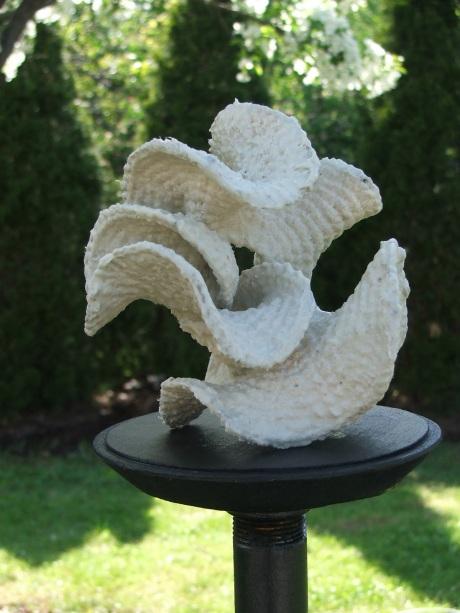 Hyperbolic crochet: porcelain pseudosphere